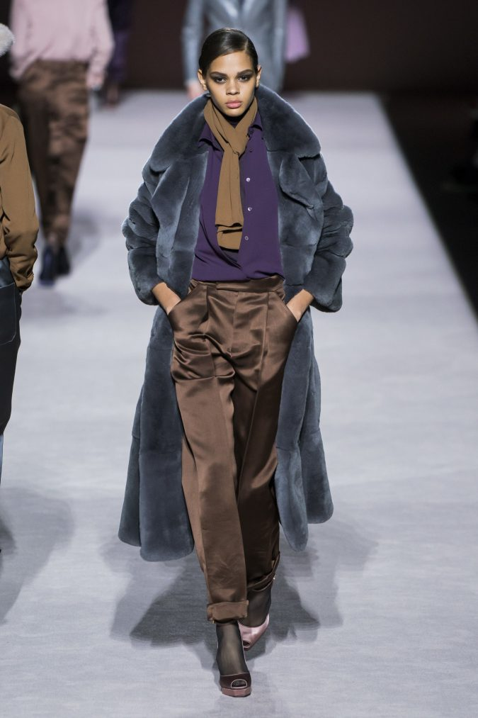fall-winter-fashion-2020-earthy-colors-fur-coat-Tom-Ford-675x1013 +80 Fall/Winter Fashion Trends for a Stunning 2021 Wardrobe