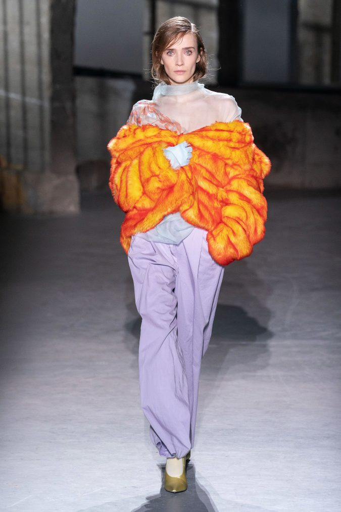 fall-winter-fashion-2020-faux-fur-Dries-Van-Noten-675x1013 +20 Fall Fashion Trends of 2020 for the Fans of Unusual Shoulders and Sleeves