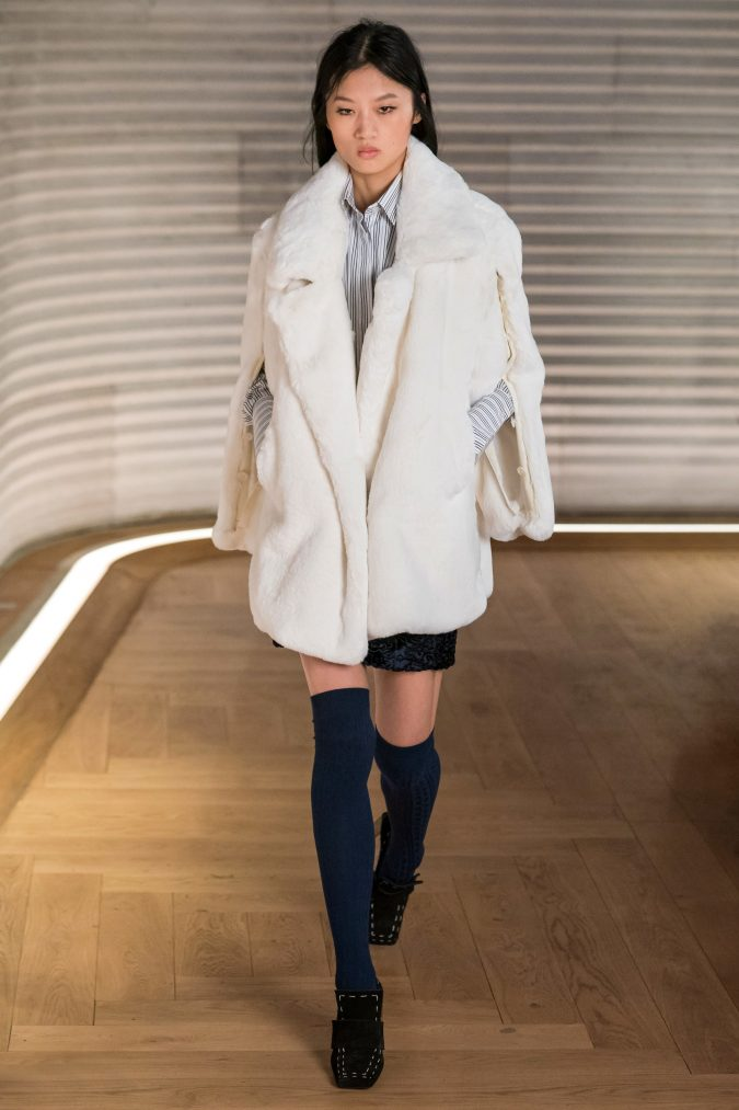 fall-winter-fashion-2020-faux-fur-coat-Each-x-Other-2-675x1013 90 Fall/Winter Fashion Ideas for a Perfect Combination of Vintage and Modern in 2020