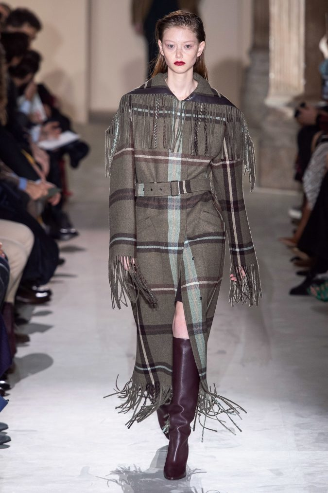 fall-winter-fashion-2020-fringed-coat-Salvatore-Ferragamo-675x1013 +20 Fall Fashion Trends of 2020 for the Fans of Unusual Shoulders and Sleeves