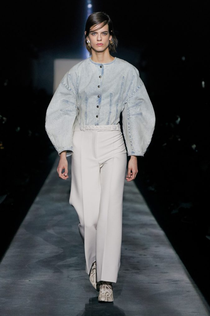 fall-winter-fashion-2020-jeans-top-balloon-sleeves-Givenchy-675x1013 +20 Fall Fashion Trends of 2020 for the Fans of Unusual Shoulders and Sleeves