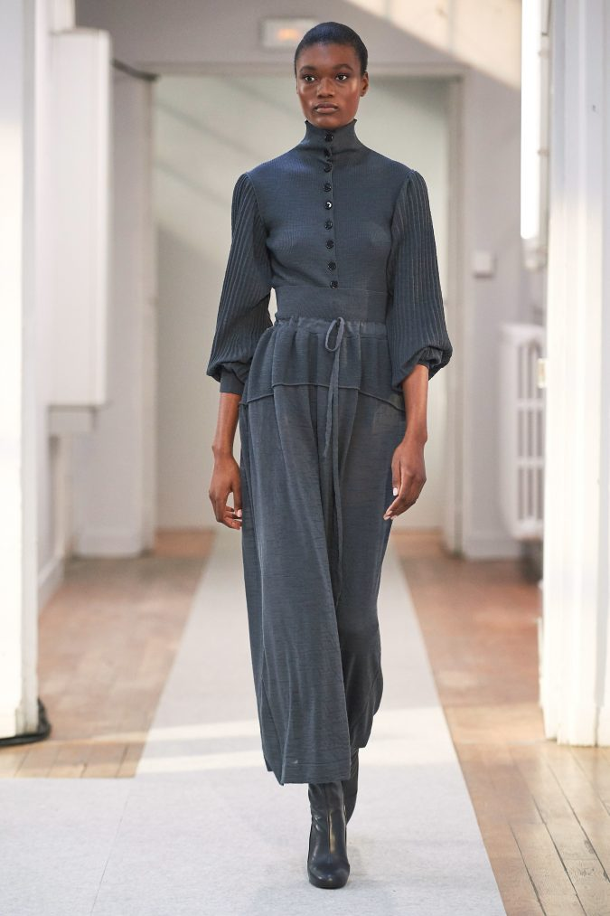 fall-winter-fashion-2020-jumpsuit-pleated-sleeves-Lemaire-675x1013 +20 Fall Fashion Trends of 2020 for the Fans of Unusual Shoulders and Sleeves