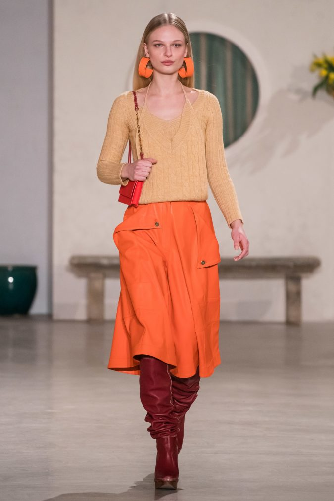 fall-winter-fashion-2020-knitted-top-dark-red-boots-675x1013 90 Fall/Winter Fashion Ideas for a Perfect Combination of Vintage and Modern in 2020