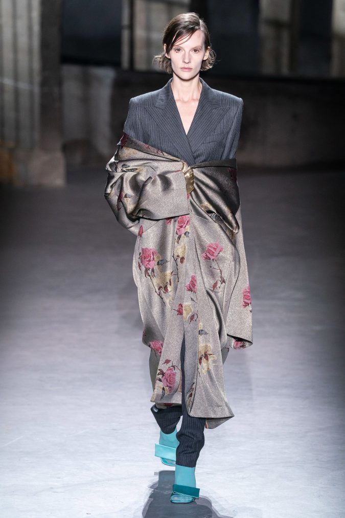 fall-winter-fashion-2020-layered-sleeves-Dries-Van-Noten-2-675x1013 +20 Fall Fashion Trends of 2020 for the Fans of Unusual Shoulders and Sleeves