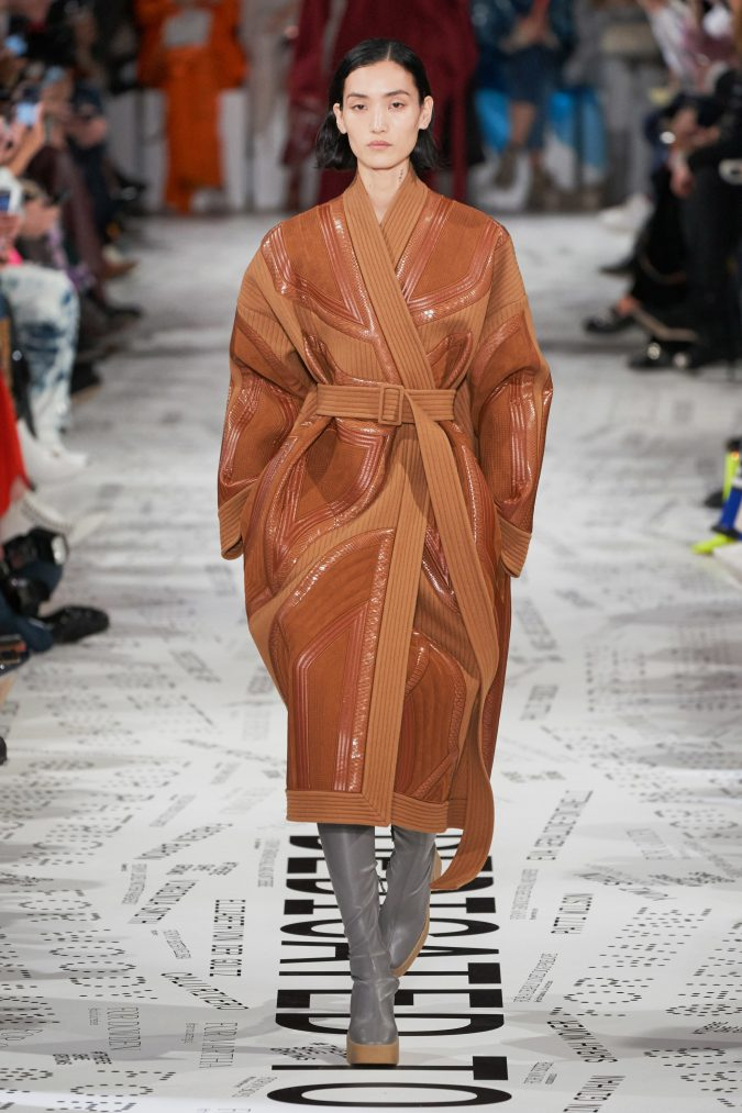 fall-winter-fashion-2020-leather-coat-Stella-McCartney-675x1013 +80 Fall/Winter Fashion Trends for a Stunning 2020 Wardrobe