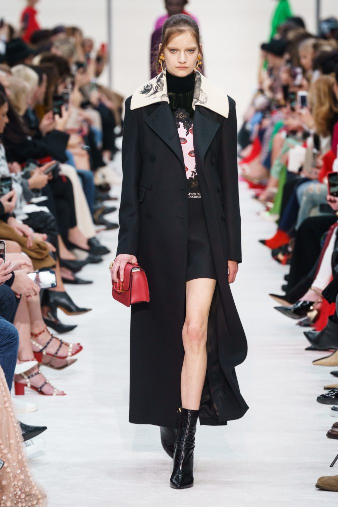 fall-winter-fashion-2020-long-coat-Valentino-675x1013 +80 Fall/Winter Fashion Trends for a Stunning 2020 Wardrobe