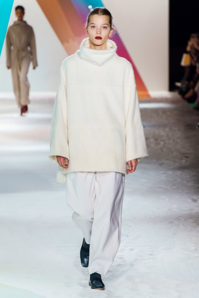 fall-winter-fashion-2020-lose-fitting-turtleneck-and-pants-roksanda-675x1013 60+ Retro Fashion Designs of Fall/Winter 2020 Inspired by the 80s and 90s