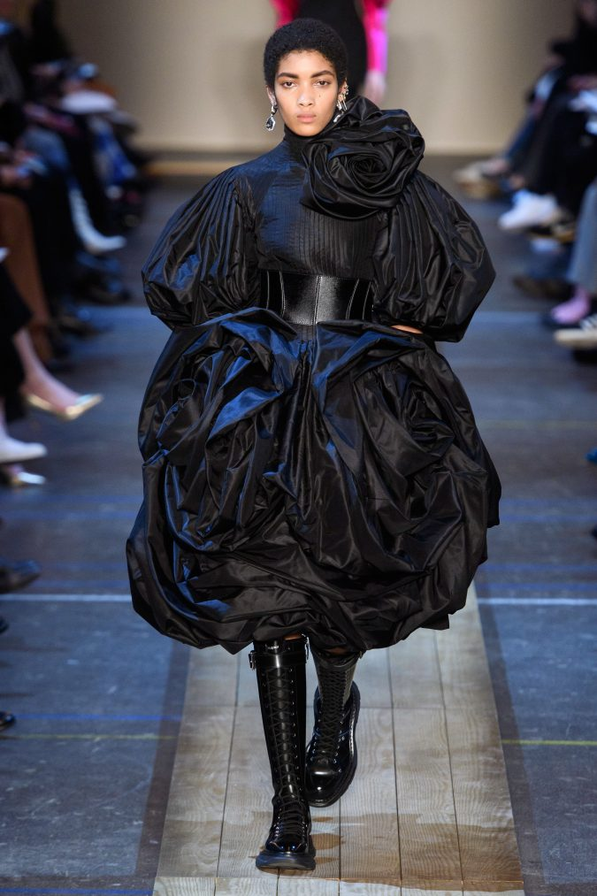 fall-winter-fashion-2020-meringue-dress-Alexander-Mcqueen-675x1013 60+ Retro Fashion Designs of Fall/Winter 2020 Inspired by the 80s and 90s