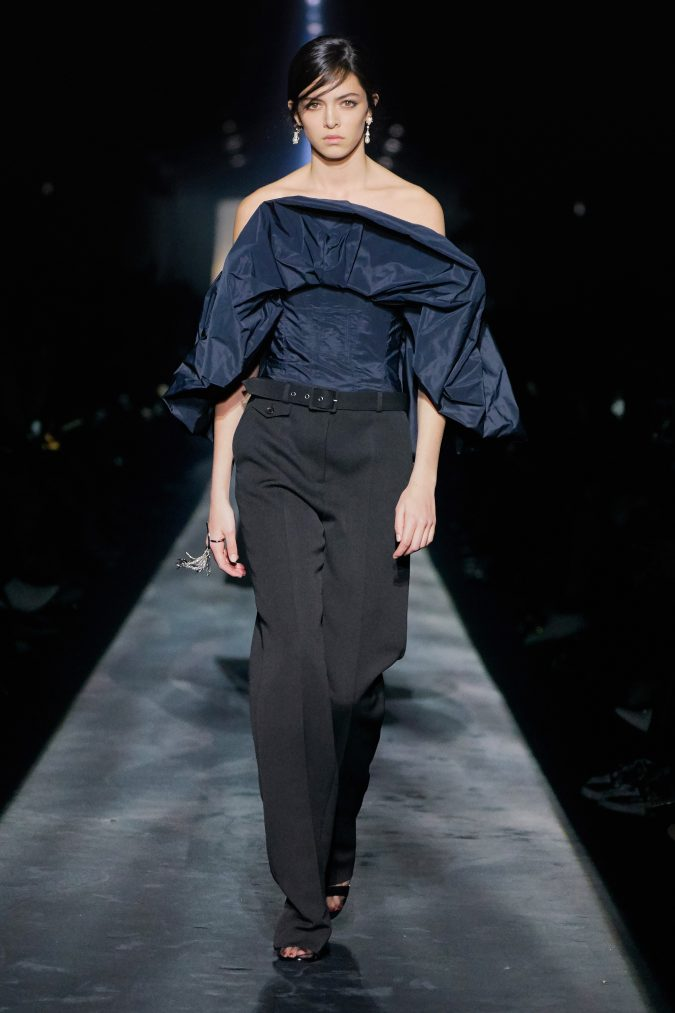 fall-winter-fashion-2020-off-shoulder-puffy-sleeve-top-Givenchy-675x1013 +20 Fall Fashion Trends of 2020 for the Fans of Unusual Shoulders and Sleeves