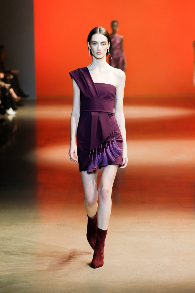 fall-winter-fashion-2020-one-shoulder-dress-Cushnie-675x1013 +20 Fall Fashion Trends of 2020 for the Fans of Unusual Shoulders and Sleeves