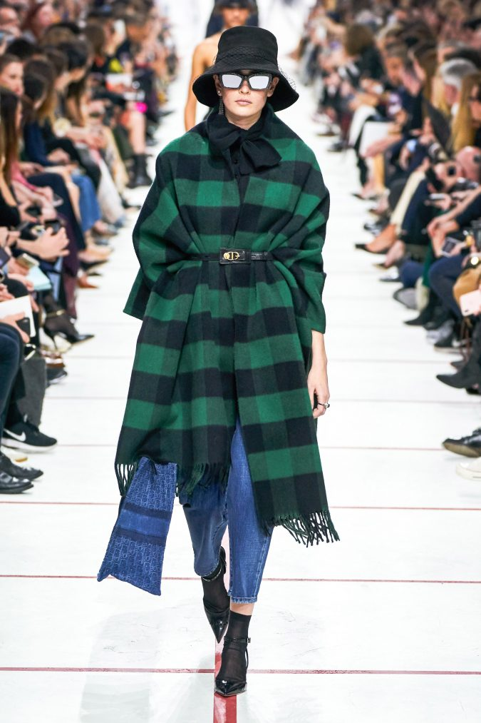 fall-winter-fashion-2020-plaided-top-snd-jeans-675x1013 60+ Retro Fashion Designs of Fall/Winter 2020 Inspired by the 80s and 90s