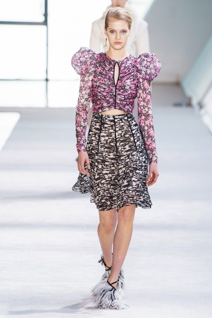 fall-winter-fashion-2020-puffy-sleeves-Giambattista-Valli-675x1013 +20 Fall Fashion Trends of 2020 for the Fans of Unusual Shoulders and Sleeves
