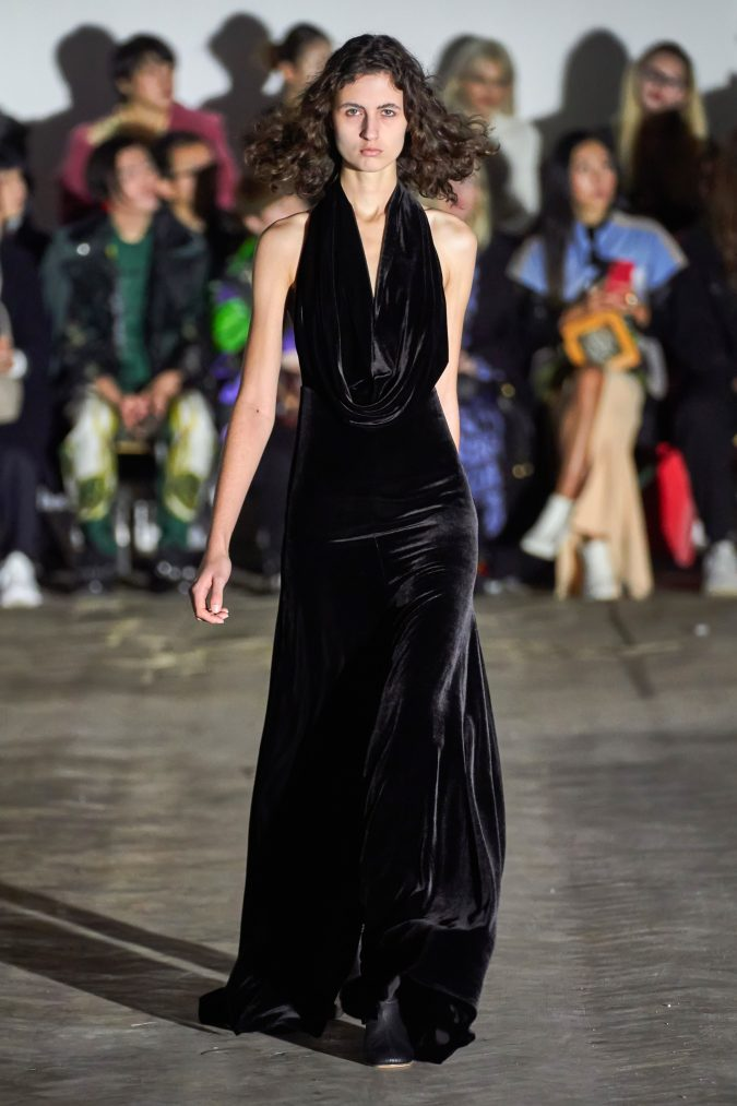 fall-winter-fashion-2020-ruffled-collar-velvet-maxi-dress-A.W.A.K.E-675x1013 90 Fall/Winter Fashion Ideas for a Perfect Combination of Vintage and Modern in 2020