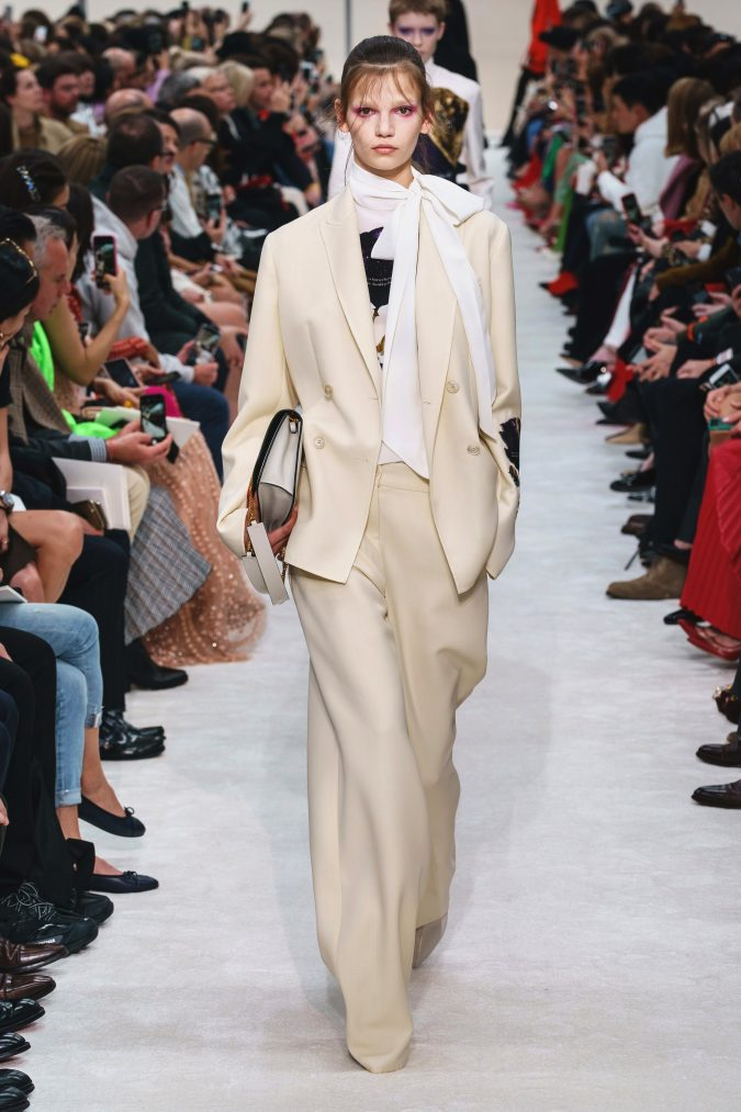 fall-winter-fashion-2020-slouchy-pantsuit-side-bow-Valentino-675x1013 90 Fall/Winter Fashion Ideas for a Perfect Combination of Vintage and Modern in 2020