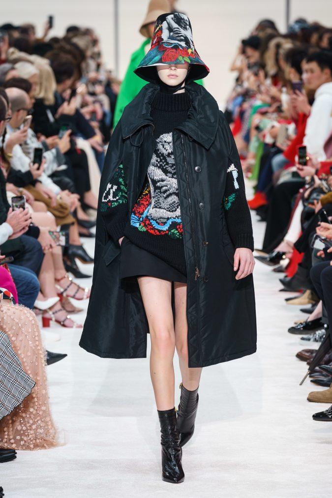 fall-winter-fashion-2020-turtleneck-cape-Valentino-675x1013 +80 Fall/Winter Fashion Trends for a Stunning 2021 Wardrobe