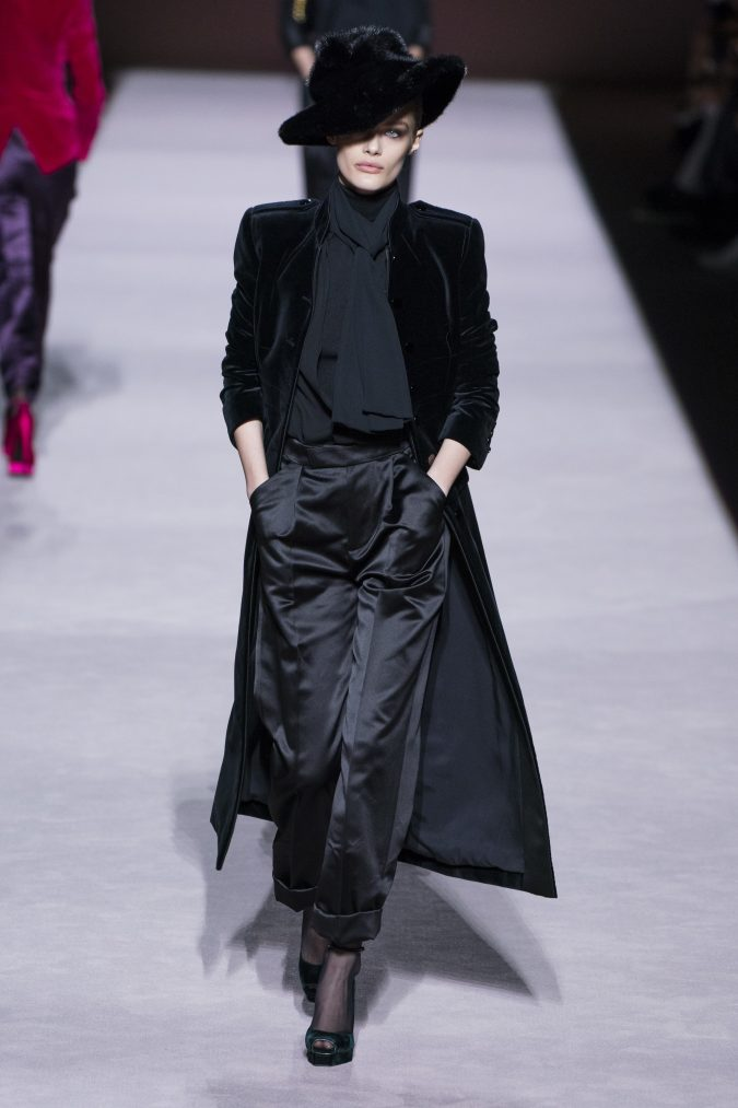 fall-winter-fashion-2020-velvet-coat-Tom-Ford-2-675x1013 +80 Fall/Winter Fashion Trends for a Stunning 2020 Wardrobe