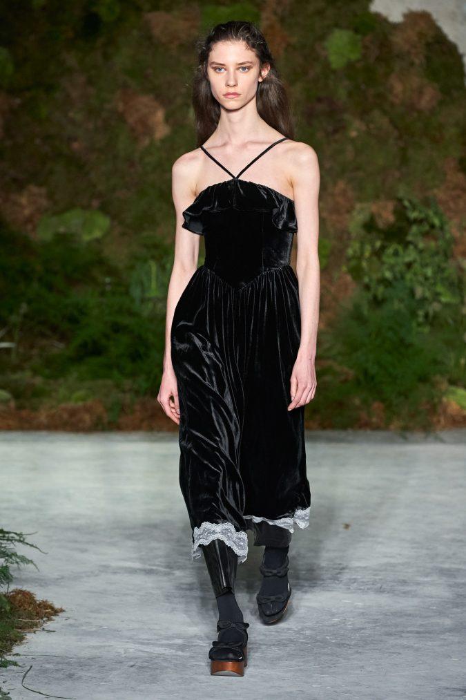 fall-winter-fashion-2020-velvet-dress-Alexa-Chung-675x1013 +80 Fall/Winter Fashion Trends for a Stunning 2021 Wardrobe
