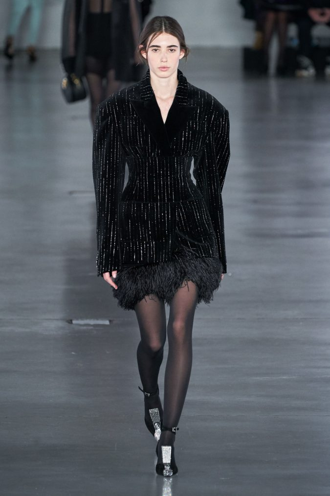 fall-winter-fashion-2020-velvet-jacket-Balmain-675x1013 90 Fall/Winter Fashion Ideas for a Perfect Combination of Vintage and Modern in 2020