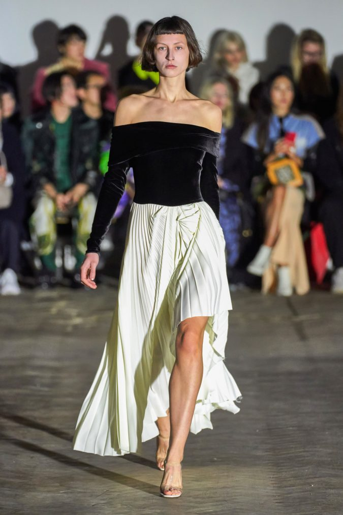 fall-winter-fashion-2020-velvet-top-pleated-skirt-A.W.A.K.E-675x1013 90 Fall/Winter Fashion Ideas for a Perfect Combination of Vintage and Modern in 2020