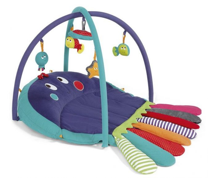 mamas-and-papas-play-mat-675x578 Best 10 Christmas Gift Ideas for a New Born Baby