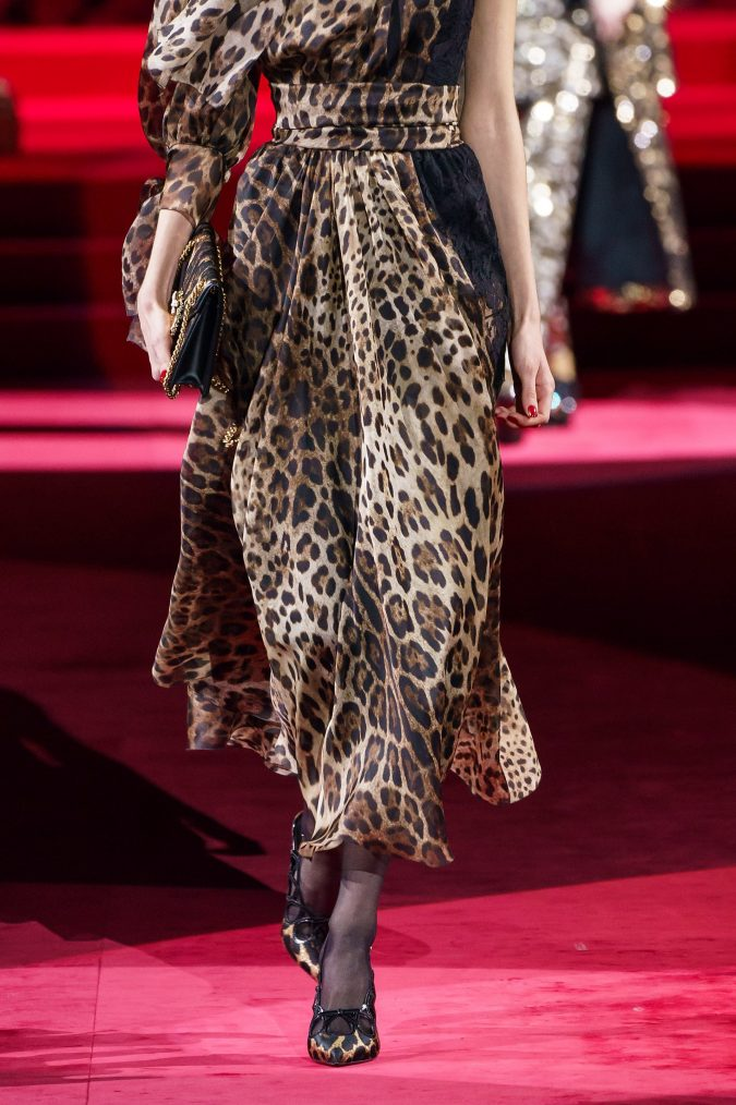 Fall-fashion-2019-animal-printed-bow-Dolce-Gabbana-2-675x1014 65+ Hottest Fall and Winter Accessories Fashion Trends in 2020