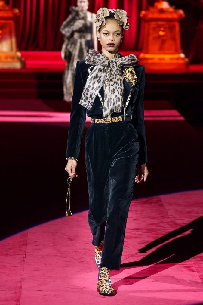 Fall-fashion-2019-animal-printed-bow-Dolce-Gabbana-675x1013 45+ Elegant Work Outfit Ideas for Fall and Winter 2020