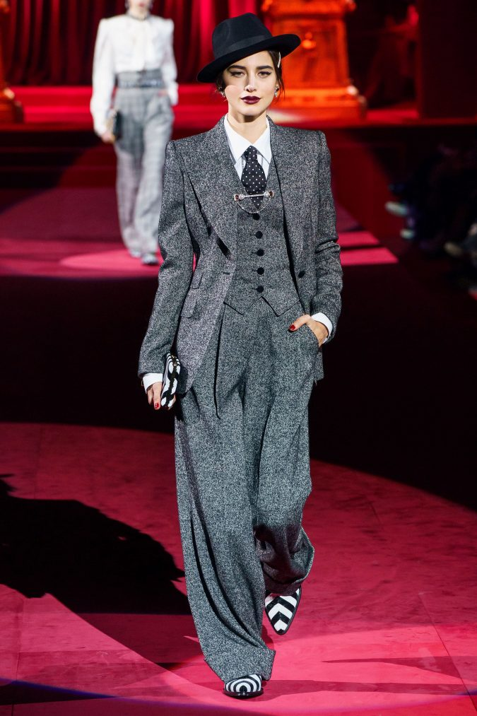 Fall-fashion-2019-tweed-suit-Dolce-and-Gabbana-675x1013 What Women Should Wear for a Business Meeting [60+ Outfit Ideas]