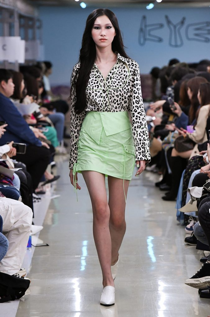 Fall-winter-fashion-2020-neon-skirt-animal-printed-shirt-KYE-675x1017 Top 10 Fashionable Winter Fashion Outfit Ideas for Teens in 2020