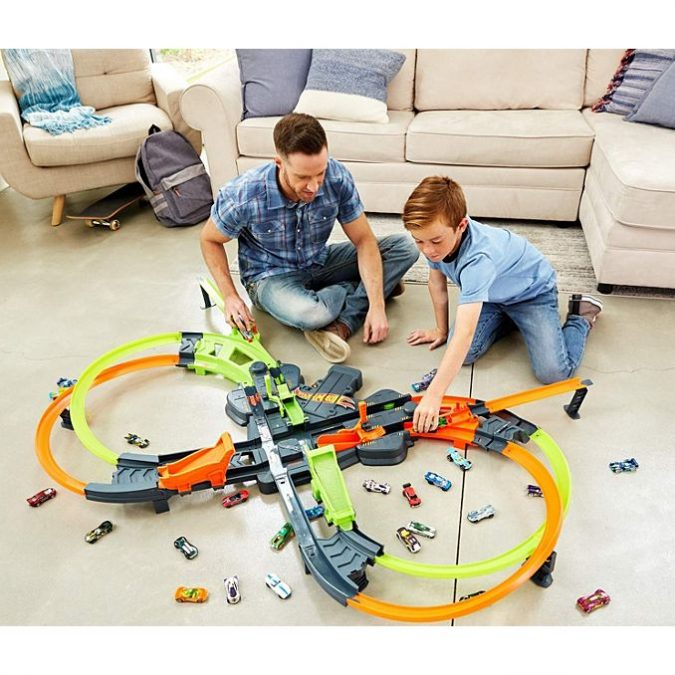 Hot-wheels-crash-colossal-track-set-675x675 Top 25 Most Trendy Christmas Toys for Children in 2020