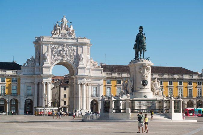 Praça-do-Comércio-675x451 Your Travel Guide: A Trip to Lisbon