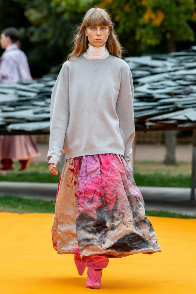 Spring-summer-fashion-2020-oversized-sweater-printed-skirt-roksanda-675x1013 120+ Lovely Floral Outfit Ideas and Trends for All Seasons 2020