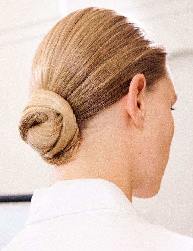 Victoria-Beckham-twisted-bun-hairstyle-675x878 20 Mind-blowing Fall / Winter Hairstyles for Women in 2021
