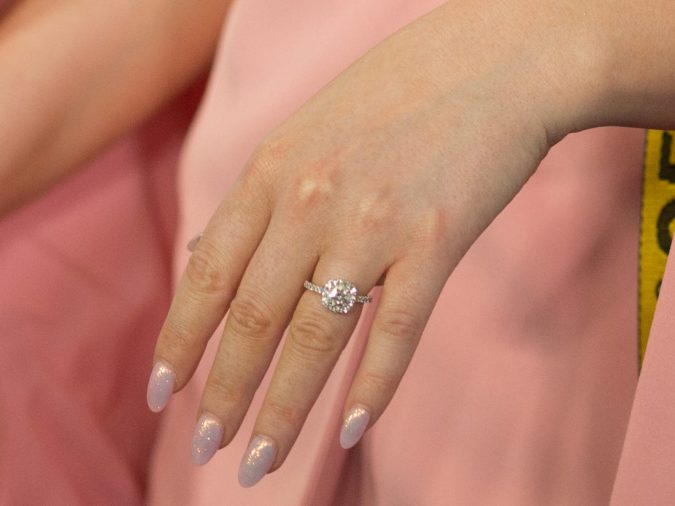 clear-white-nails-675x506 10 Lovely Nail Polish Trends for Fall & Winter 2020