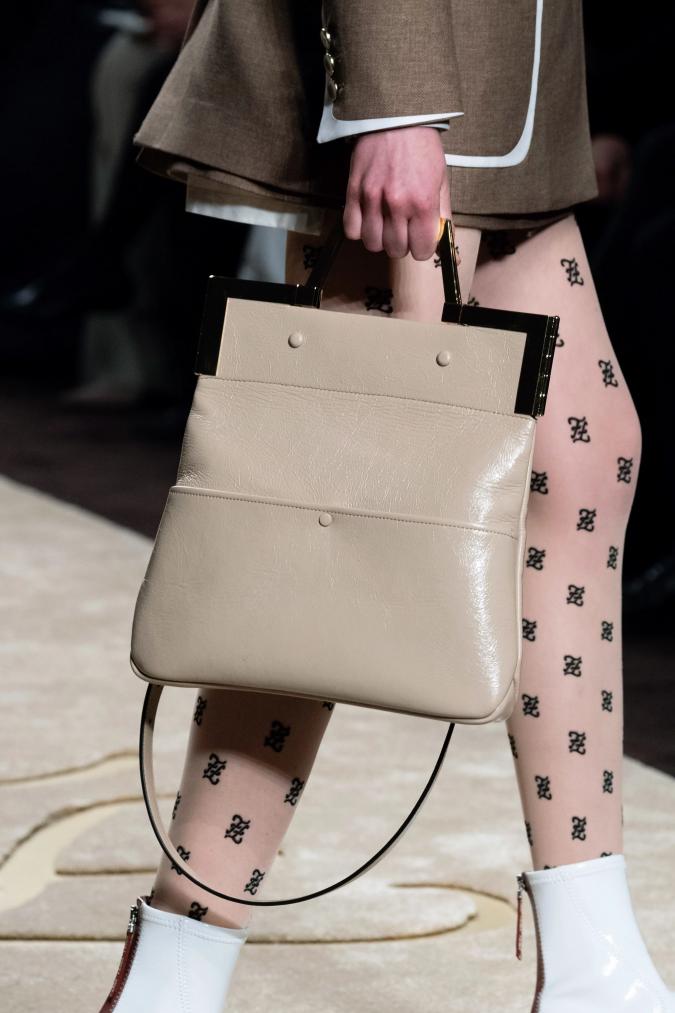 fall-winter-accessories-2020-Beige-Tote-Bag-handbag-Fendi-675x1013 65+ Hottest Fall and Winter Accessories Fashion Trends in 2020