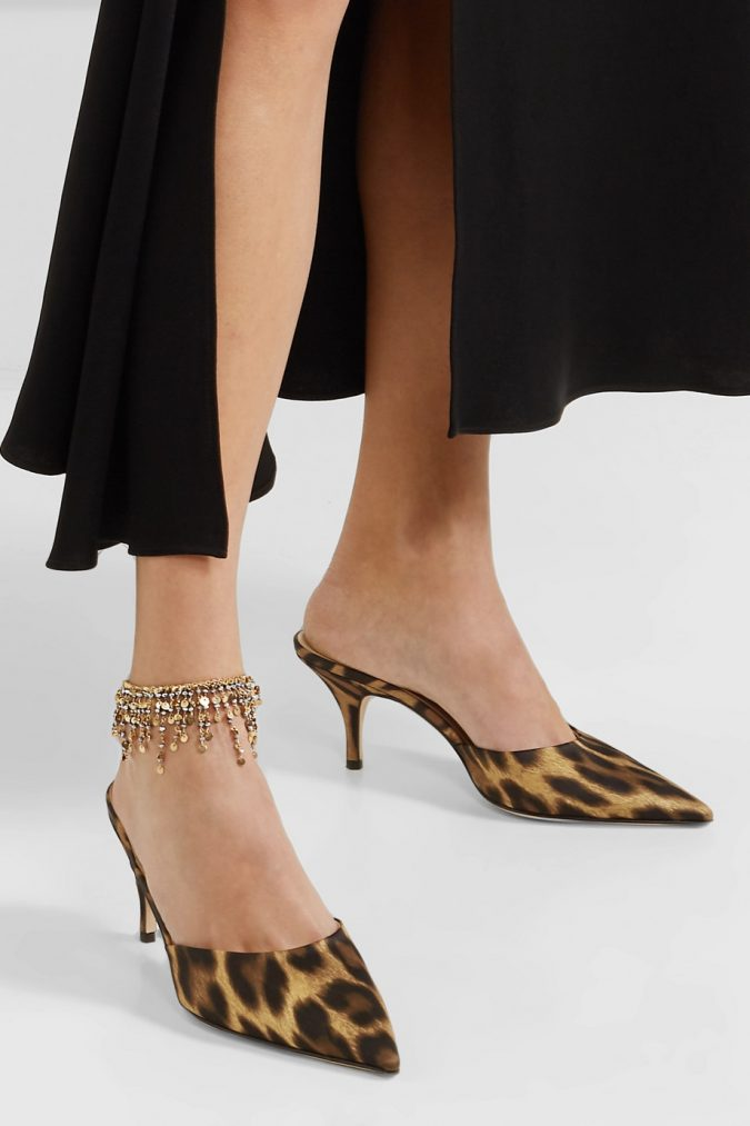 fall-winter-accessories-2020-anklet-pumps-675x1013 65+ Hottest Fall and Winter Accessories Fashion Trends in 2020