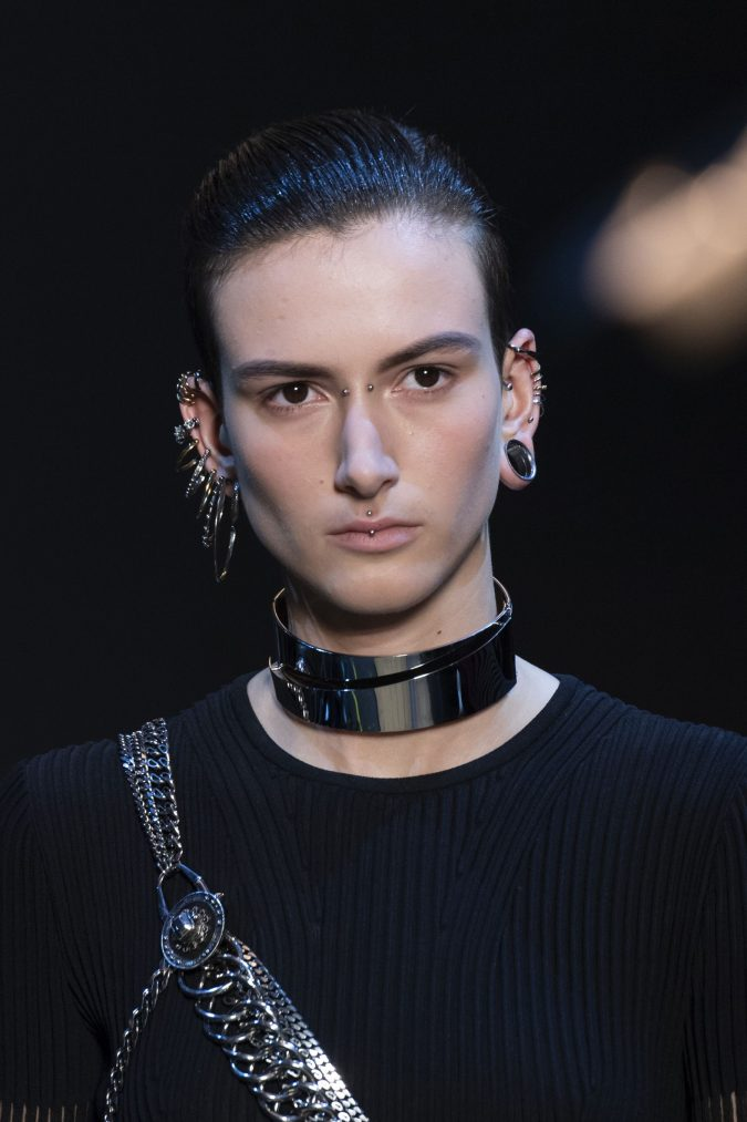 fall-winter-accessories-2020-choker-Alexander-McQueen-675x1013 65+ Hottest Fall and Winter Accessories Fashion Trends in 2020