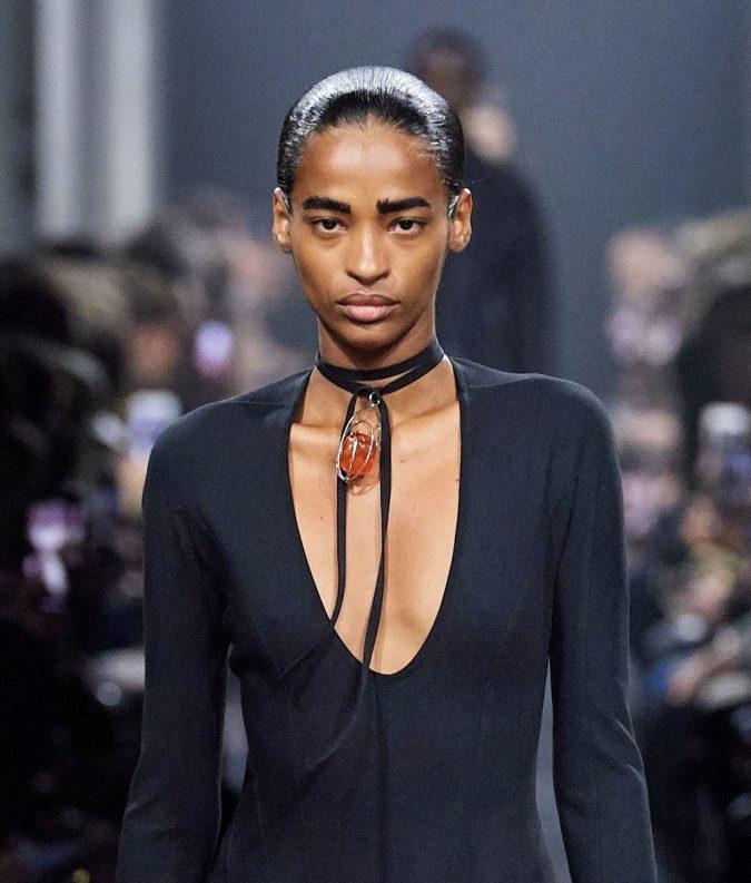 fall-winter-accessories-2020-choker-Mugler-675x793 65+ Hottest Fall and Winter Accessories Fashion Trends in 2020