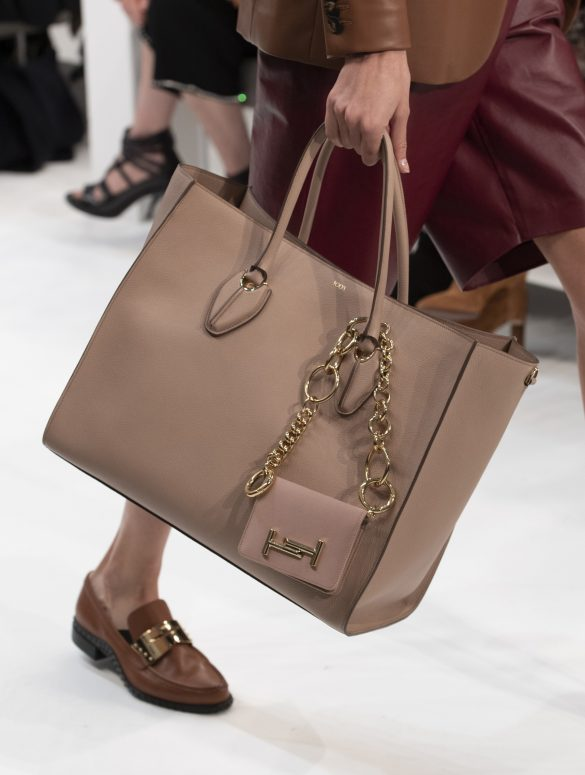 fall-winter-accessories-2020-handbag-Tod 65+ Hottest Fall and Winter Accessories Fashion Trends in 2020