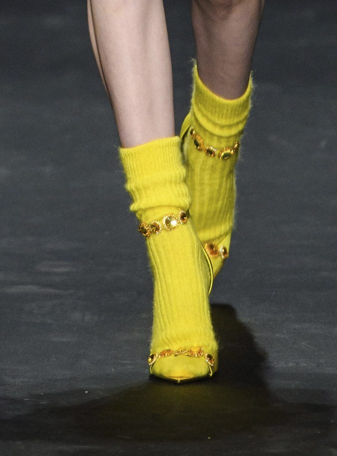 fall-winter-accessories-anklet-shoes-versace-675x912 65+ Hottest Fall and Winter Accessories Fashion Trends in 2020