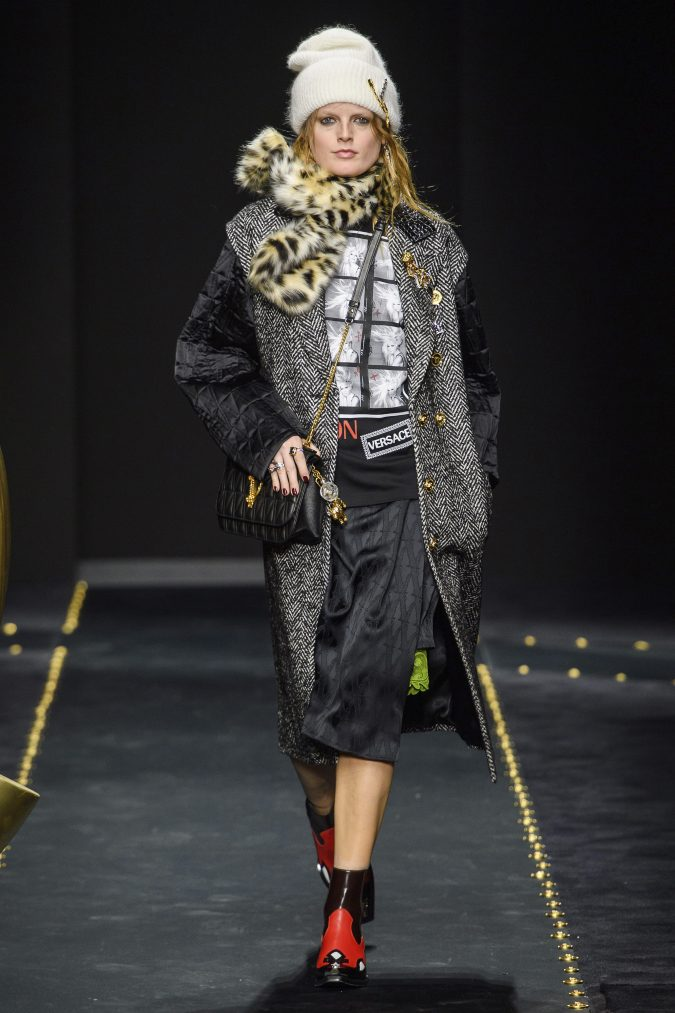 fall-winter-fashion-2020-animal-printed-bow-Versace-675x1013 65+ Hottest Fall and Winter Accessories Fashion Trends in 2020