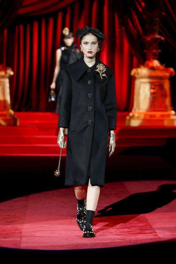 fall-winter-fashion-2020-coat-floral-accessories-Dolce-and-Gabbana-675x1013 65+ Hottest Fall and Winter Accessories Fashion Trends in 2020