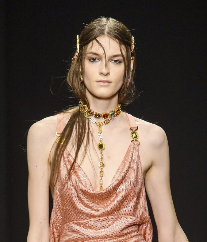 fall-winter-fashion-2020-dress-chocker-versace-675x787 65+ Hottest Fall and Winter Accessories Fashion Trends in 2020