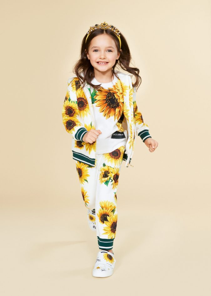 fall-winter-fashion-2020-kids-floral-outfit-dolce-and-gabbana-675x945 15 Cutest Kids Fashion Trends for Winter 2020