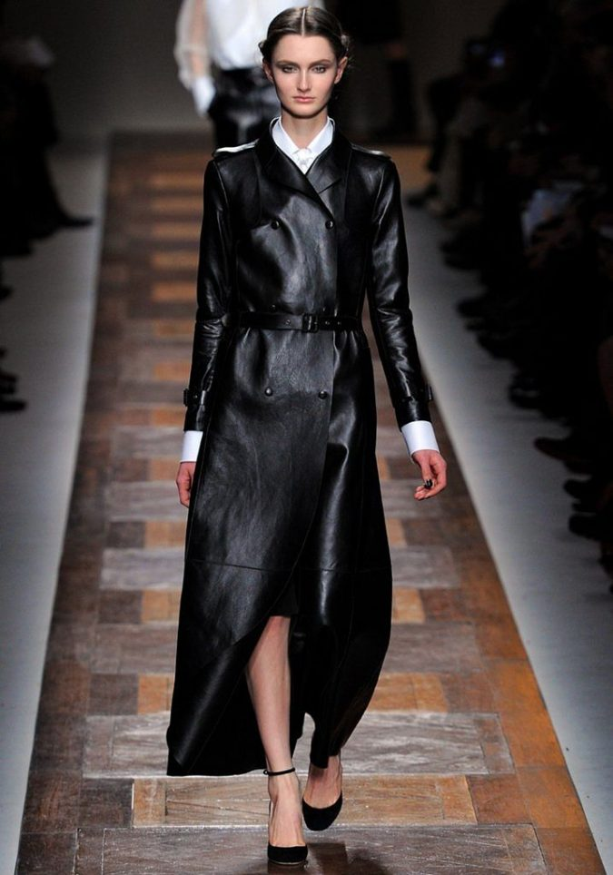 fall-winter-fashion-2020-leather-coat-valentino-675x964 45+ Elegant Work Outfit Ideas for Fall and Winter 2020