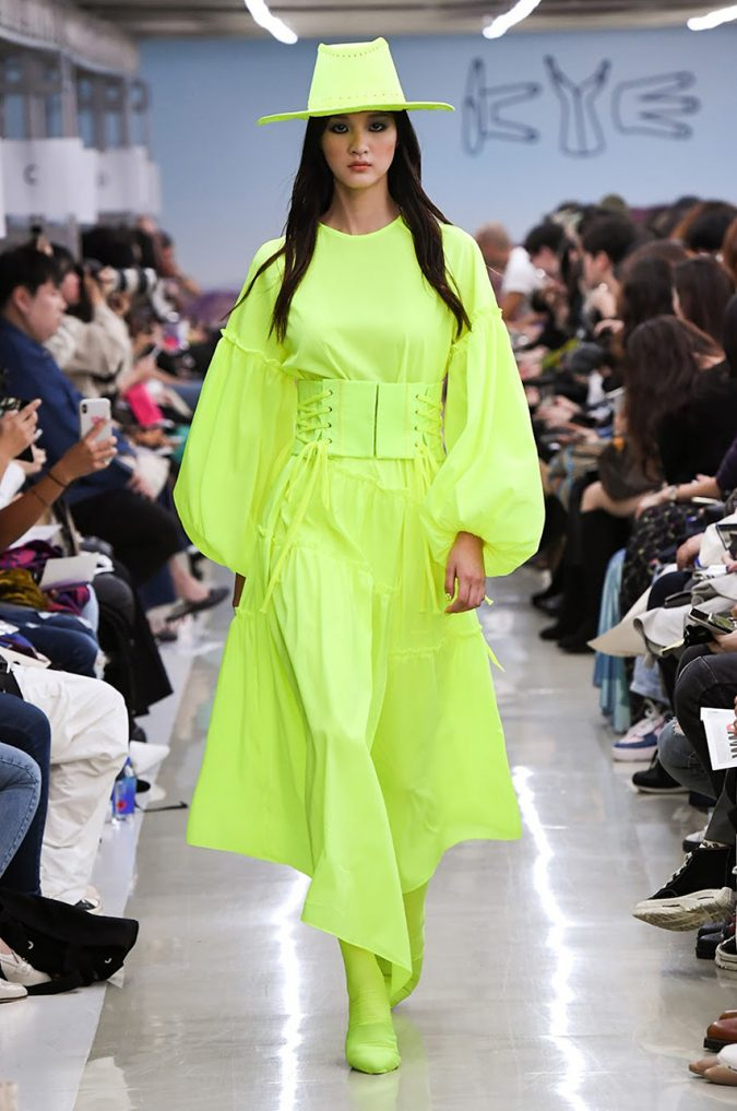 fall-winter-fashion-2020-neon-dress-KYE-675x1017 Top 10 Fashionable Winter Fashion Outfit Ideas for Teens in 2020