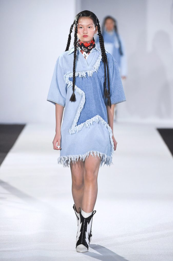 fall-winter-fashion-2020-patched-jeans-dress-KYE-675x1017 Top 10 Fashionable Winter Fashion Outfit Ideas for Teens in 2020
