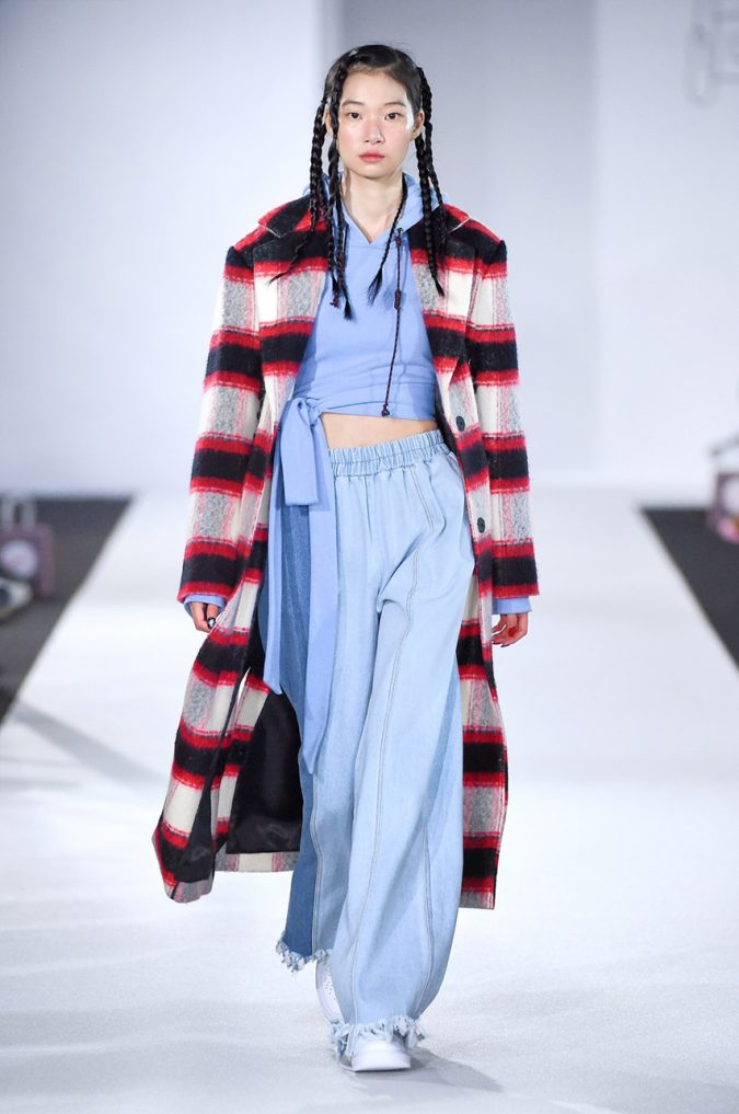 fall-winter-fashion-2020-plaid-coat-jeans-KYE-675x1017 Top 10 Fashionable Winter Fashion Outfit Ideas for Teens in 2020