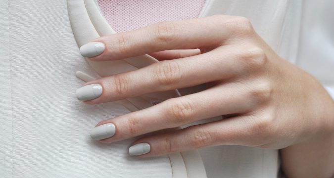 greyish-white-nails-675x360 10 Lovely Nail Polish Trends for Next Fall & Winter