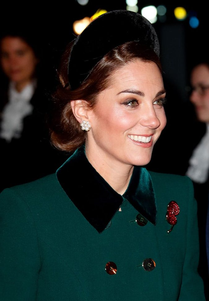 kate-middleton-hairstyle-velvet-hatband-675x974 20 Mind-blowing Fall / Winter Hairstyles for Women in 2020