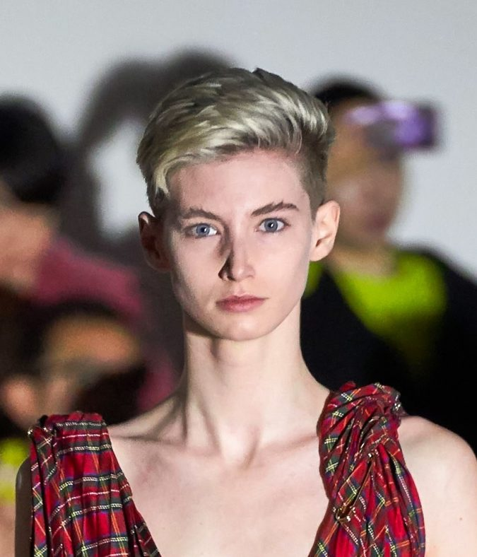 pixie-hairstyle-fall-2020-A.W.A.K.E-675x788 20 Mind-blowing Fall / Winter Hairstyles for Women in 2021